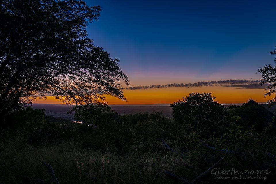 Sonnenaufgang von unserer Hütte im Olifants Rest-Camp