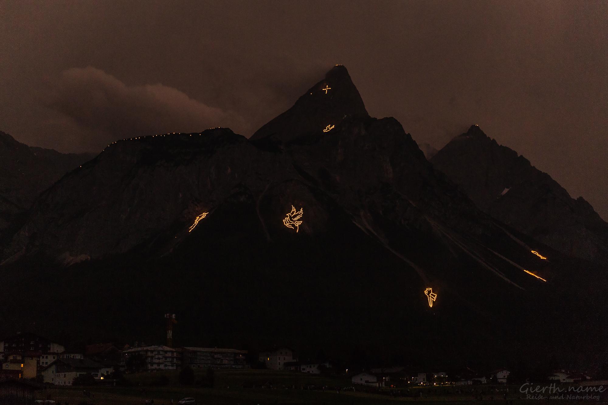 Bergfeuer zur Sonnenwende in Ehrwald