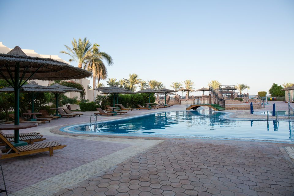 Pool von der Restaurantseite