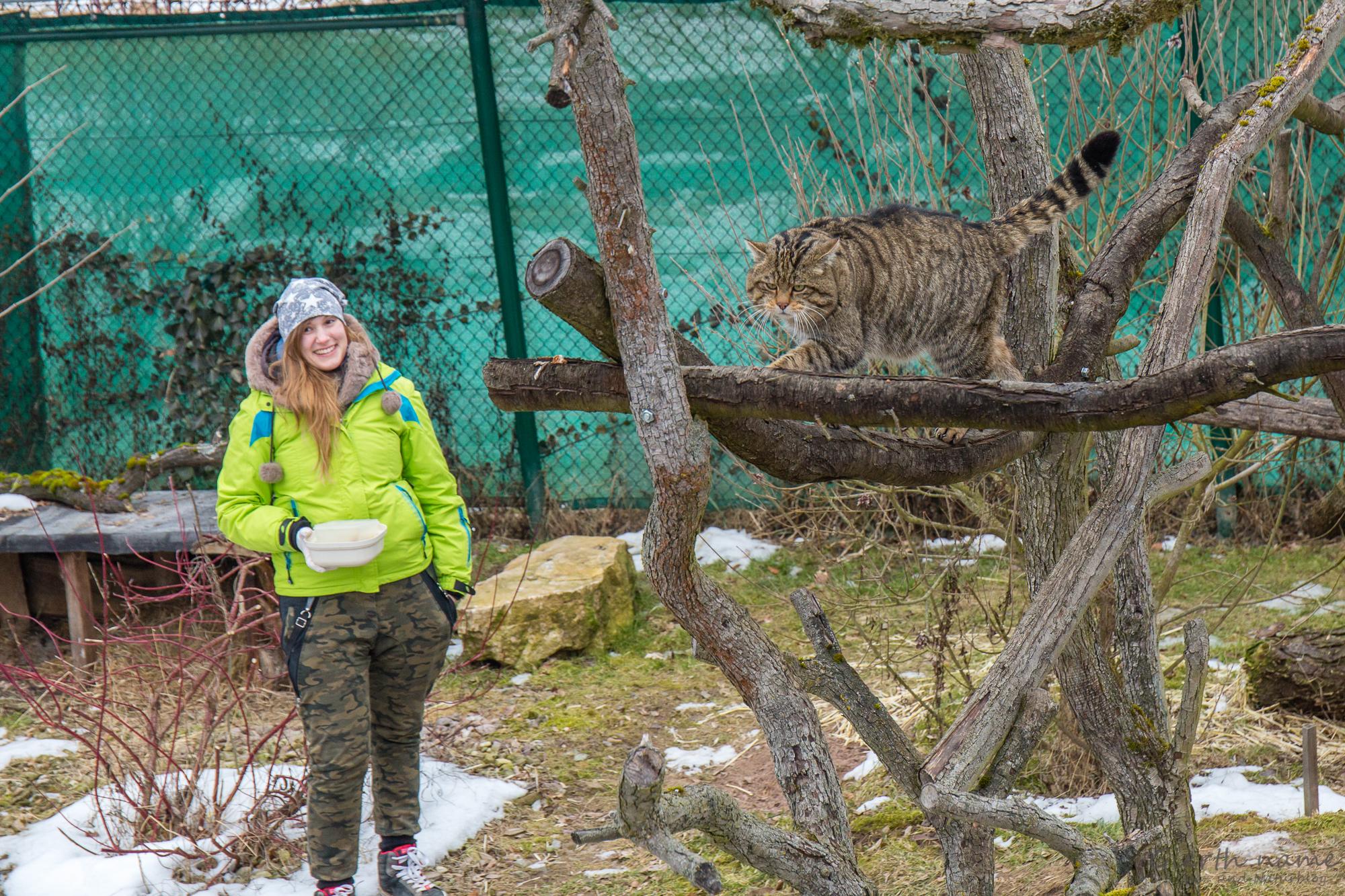 Tierpflegerin mit Katze
